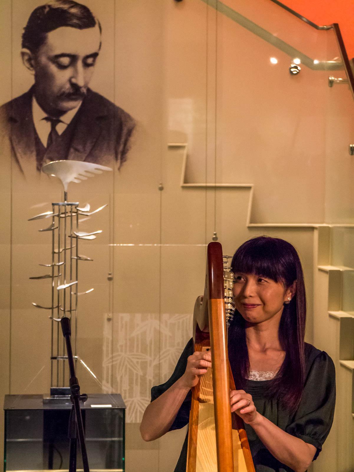 奈加靖子さんのアイリッシュ・ハープ弾き語り